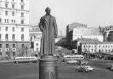 Советские автомобили на старых фотографиях Лубянской площади в Москве